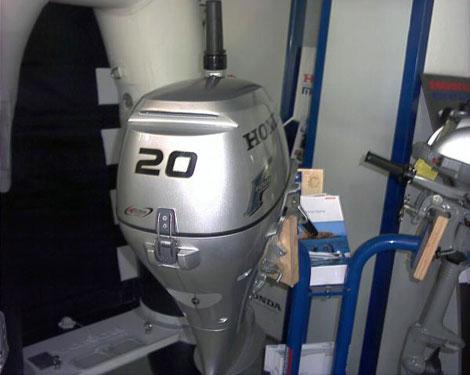 как проверить уровень масло в ноге лодочного мотора