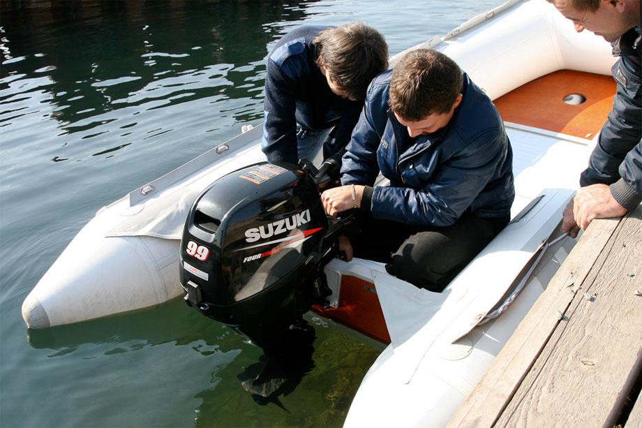 тест 5 сильного лодочного мотора