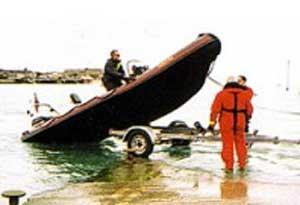 как спускать лодку пвх на воду